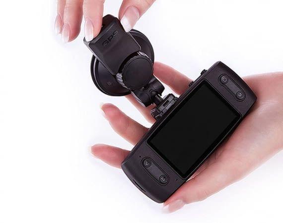 Die iTracker GS6000-A12 Dashcam bietet GPS und WLAN-Funktion