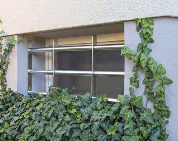 Schwachstellen im Zuhause absichern - beispielsweise Kellerfenster vergittern