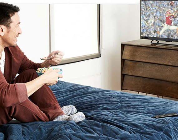 Mit dem Amazon Fire TV-Stick können Nutzer ältere Fernseher in einen Smart TV verwandeln