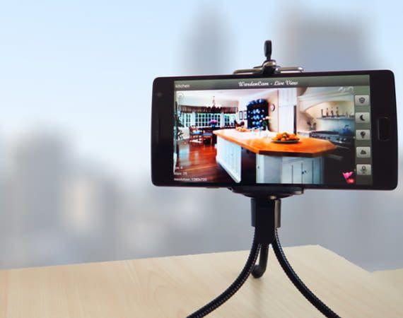 Viele Apps verbinden das eigene Smartphone per Live-Stream mit einem Zweit-Geräte zuhause