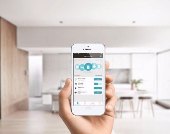 Alle eNet SMART HOME-Geräte lassen sich über eine einzige App steuern