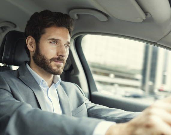 Alexa kann auch im Auto Informationen recherchieren oder das Zuhause steuern