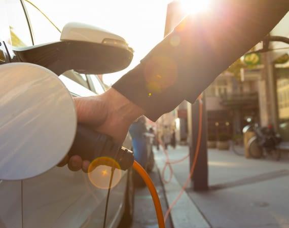 Das Netz der Ladestationen für Elektroautos wird immer dichter