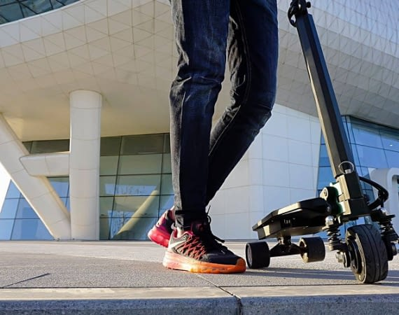 Der portable E-Scooter ZAR ist besonders leicht und wendig
