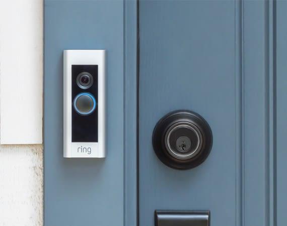 Die Ring Video Doorbell bewacht rundum die Uhr die Haustür
