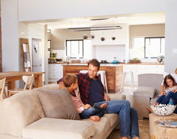 Mit Amazon Echo lassen sich alle Lampen auch vom Sofa auf Abruf gleichzeitig steuern