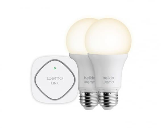 Mit Belkin Wemo Plugs lassen sich zum Beispiel smarte Lampen per Sprachbefehl steuern