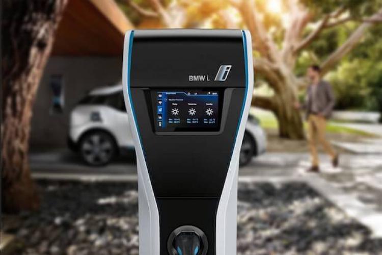 Das LOXONE E-MOBILITY STARTER KIT - BMW i Wallbox
