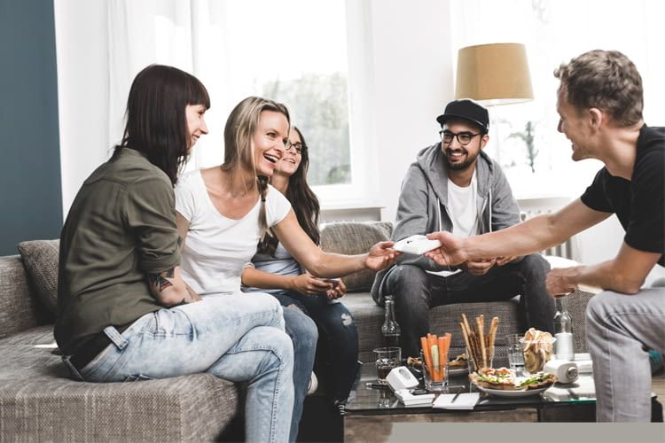 Von wesmartify Experten bequem mit den Freunden zu Hause beraten lassen