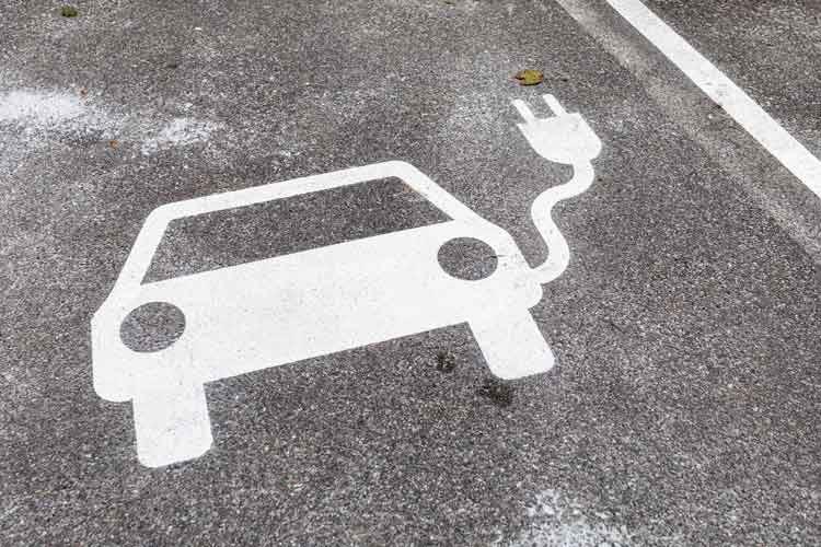 Wir zeigen, welche Lademöglichkeiten für Elektroautos es zuhause und unterwegs gibt