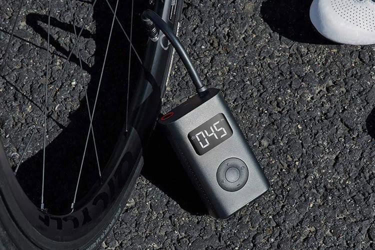 Die elektrische Fahrradpumpe von Xiaomi pumpt einen Fahrradreifen in nur wenigen Minuten auf