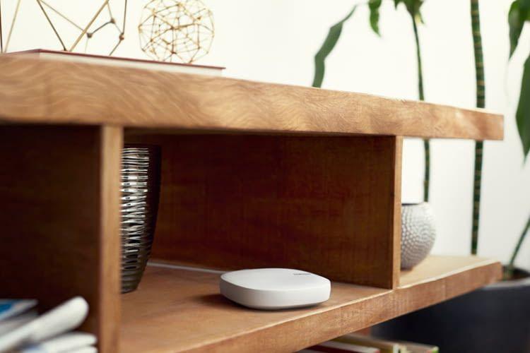 Dank schickem Design integriert sich der Samsungs Connect Home WLAN-Mesh-Router dezent in die Wohnlandschaft