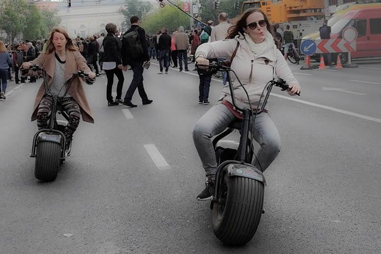 Die Monsterroller im Praxistest auf den Straßen Budapests