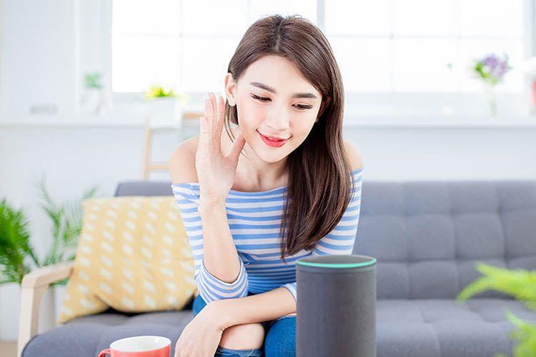 Mit einem intelligenten Lautsprecher kommt in einem Smart Home nie Langeweile auf