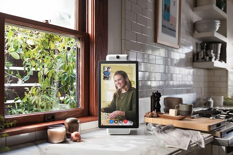 Facebook Portal+ mit Schwenk-Display im Porträt-Modus