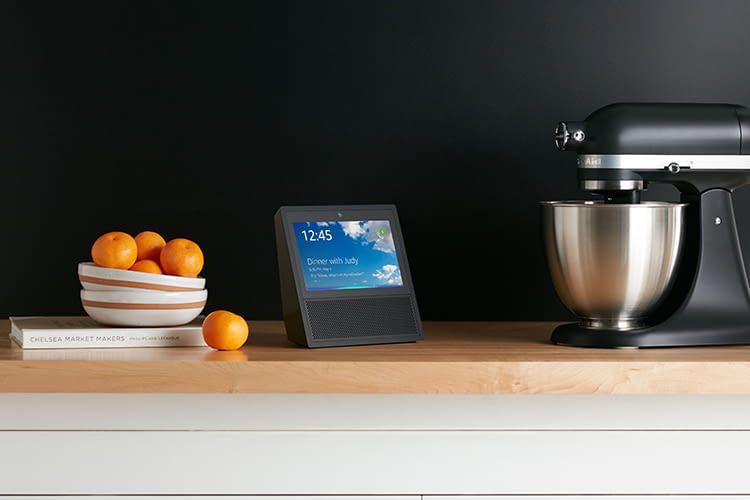 Amazon Echo Show bietet Alexa Sprachsteuerung und Touch-Display