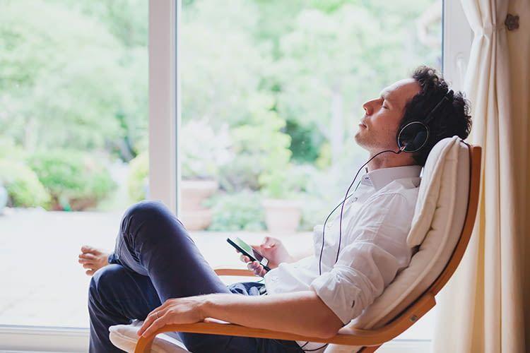 Mit Alexa kann man bequem Informationen direkt auf Kopfhörer übertragen lassen