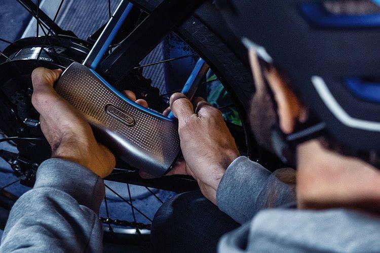 Das ABUS 770A SmartX Bügelschloss ist sehr robust und sorgt für hohen Diebstahlschutz