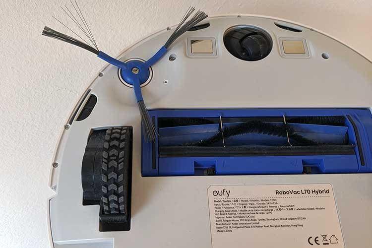 So sieht eufy RoboVac L70 Hybrid von unten aus: Kanten von 1,8 mm Höhe überwand der Roboter auch mit Mob-Anbauteil im Test