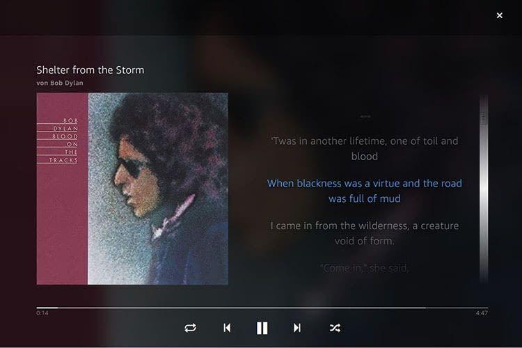 Auf Smartphone und Tablet blendet Amazon Music die Songtexte auf Wunsch mit ein