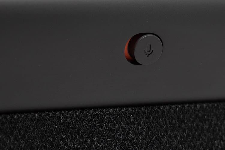 Der Schalter zum Deaktivieren der Lautsprecher auf der Gehäuserückseite ist 6 mm groß