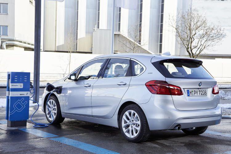 Der BMW 225xe ist in etwa 2 bis 3 Stunden vollgeladen