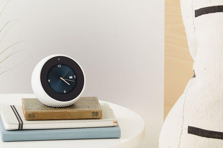 Der Echo Spot unterscheidet sich optisch stark von allen anderen Echo Modellen