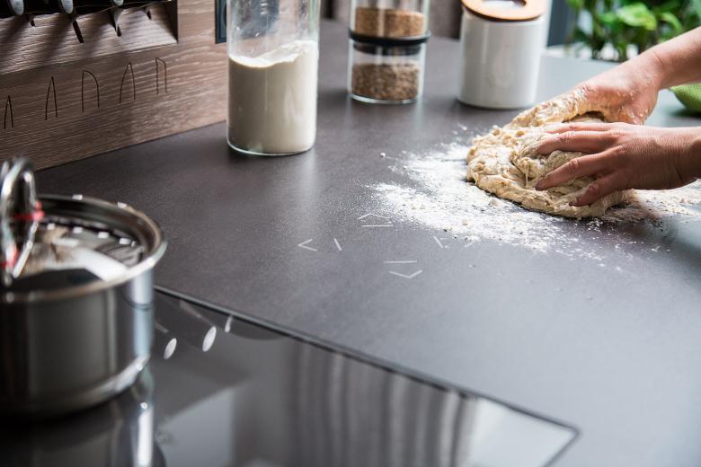 Loxone Touch Stone in der Küche