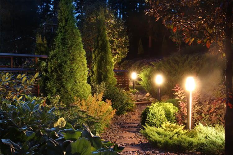 Per Fernbedienung oder App wird auch die Gartenbeleuchtung smart