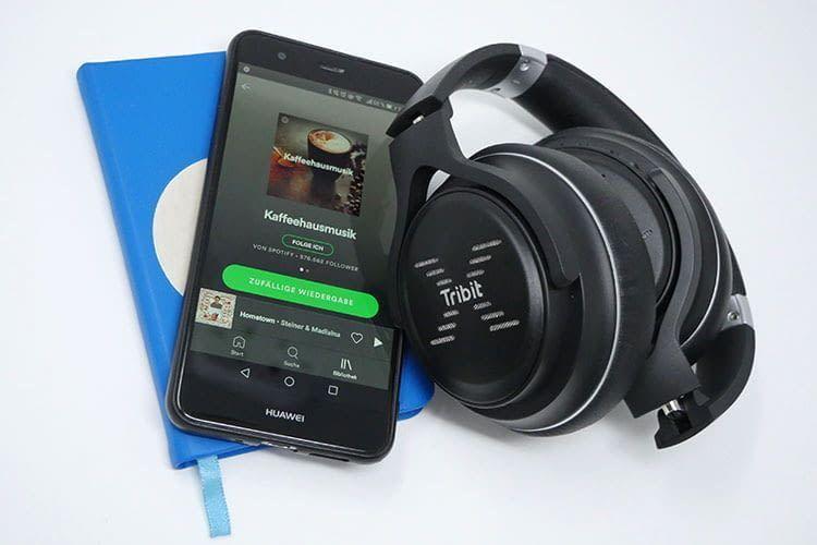 Die XFree Go Kopfhörer von Tribit lassen sich extrem flexibel zusammenklappen und toll im Rucksack verstauen