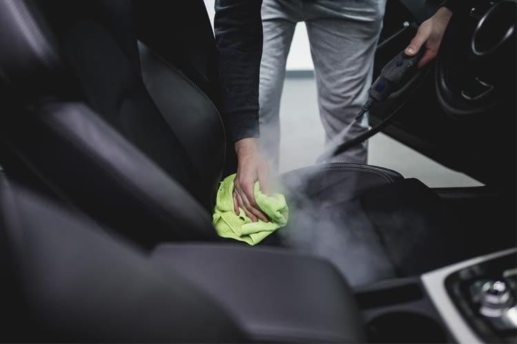 Viele Dampfreiniger eignen sich auch zur schnellen und umweltfreundlichen Autoreinigung