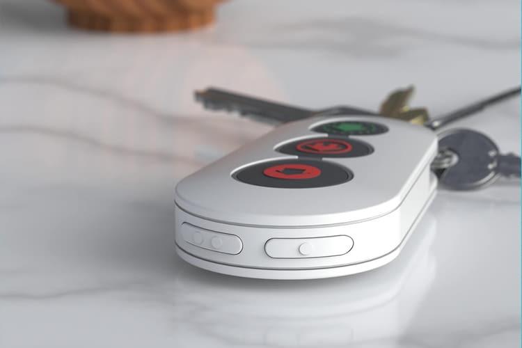 Die Arlo Fernbedienung kann zum Beispiel am Schlüsselbund befestigt werden