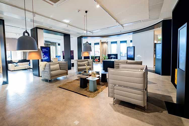 Der Samsung Connected Showroom bildet eine offene Wohnlandschaft nach und bildet Szenen eines modernen Lifestyles ab