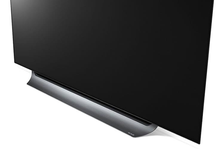 Flach und edel: LG OLED55C8 integriert sich mit seinem schlichten Design gut in die meisten Wohnlandschaften