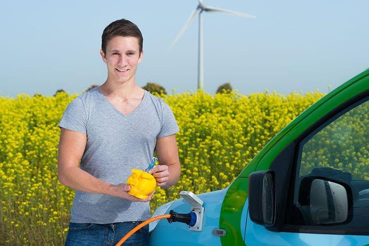 Umwelt schonen und Geld sparen mit privat genutzten E-Dienstwagen