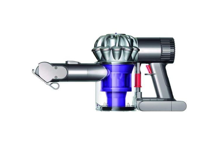 Dieser Handstaubsauger wird mit motorisierter Mini-Elektrobürste, Kombi- und Fugendüse geliefert