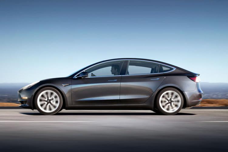 Tesla verspricht für das Model 3 eine Reichweite von 350 km - mit der Standard Batterie