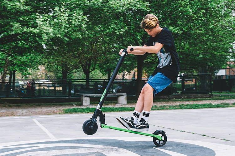 Mit E-Scootern können nicht nur Kinder jede Menge Spaß haben