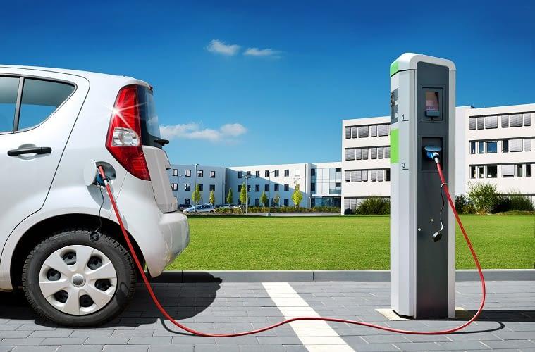 Ein Elektroauto hat Vor- und Nachteile gegenüber einem Auto mit Verbrennungsmotor