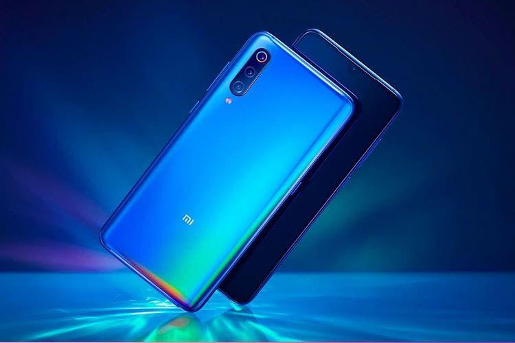 Xiaomi Mi 9 schillert je nach Lichteinfall in unterschiedlichen Farbtönen