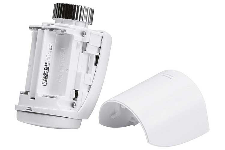 Das Homematic IP Heizkörperthermostat von eQ-3 wird mit zwei AA-Batterien betrieben