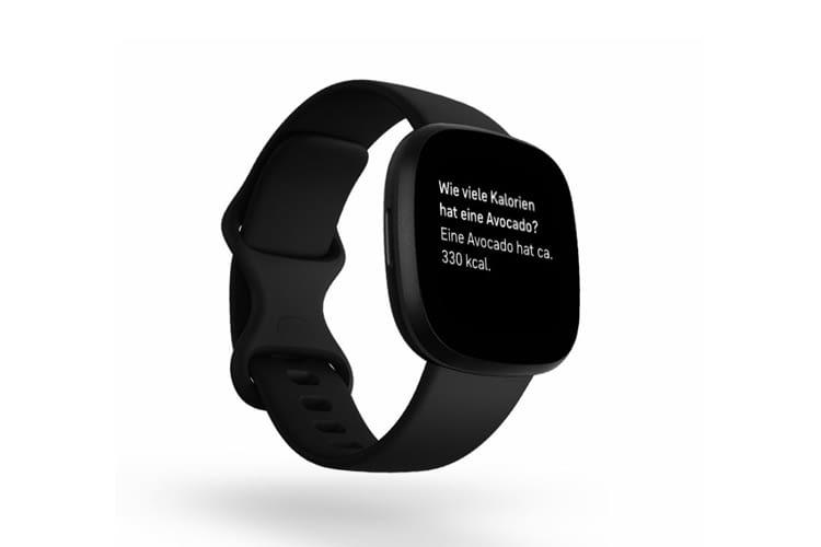 Die Sprachsteuerung der Smartwatch hilft dabei schnell an Informationen zu gelangen