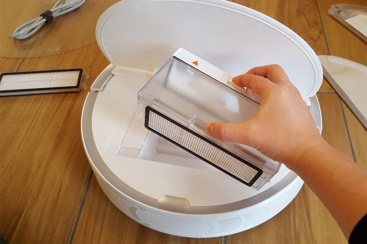 Der Staubauffangbehälter ist für Haushalte mit mehreren Personen knapp bemessen