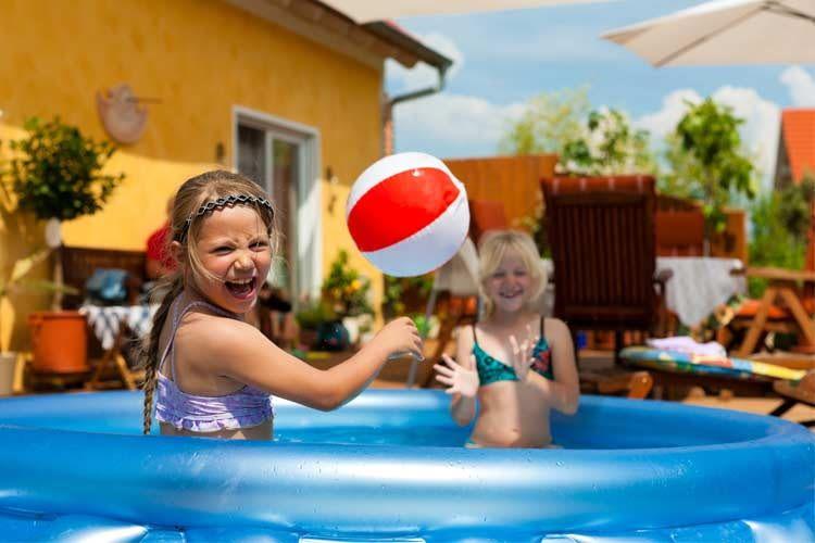 Auch bei kleinen Becken sollte die Wasserqualität regelmäßig geprüft und optimiert werden
