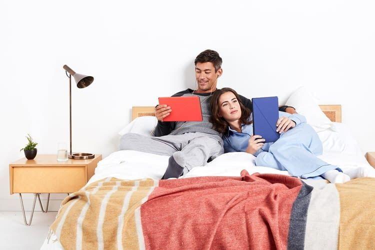 Ob auf dem Weg zur Arbeit oder im Bett: Ein Fire Tablet sorgt für Unterhaltung