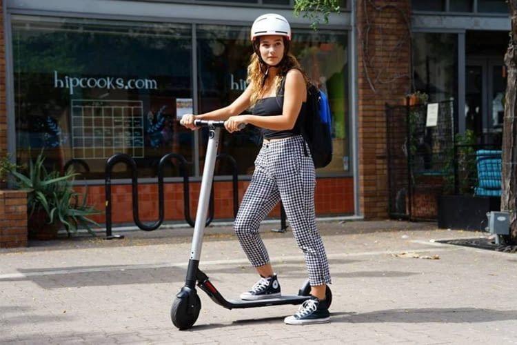 Der Segway ES2 E-Scooter ist wegen seines starken Motors eher für Erwachsene geeignet