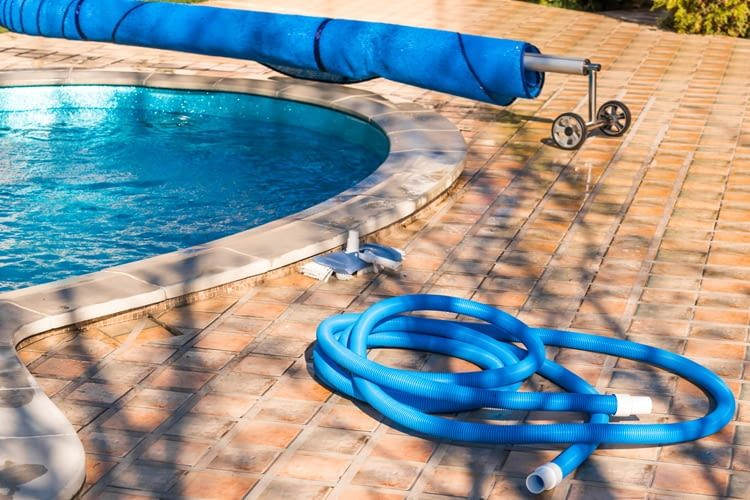 Für Poolroboter gibt es ebenso wie für Schwimmbecken auch eigene Abdeckungen
