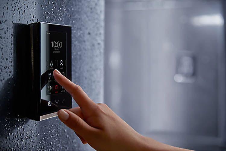 Das smarte KOHLER  DTV+ Duschsystem erlaubt personalisierte Duschprogramme