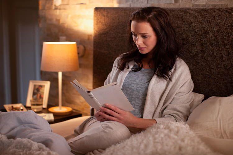 Über Google Home Sprachbefehle lässt sich das Licht schnell und bequem dimmen oder ausschalten