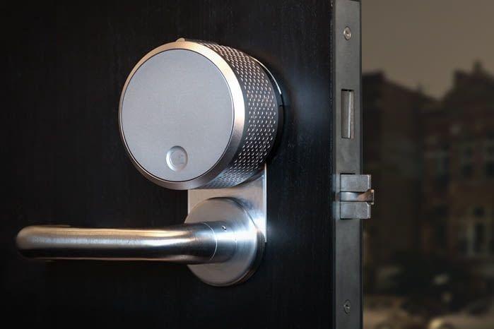 Die Tür mit dem Google Home und August Smart Lock per Sprachbefehl verschließen